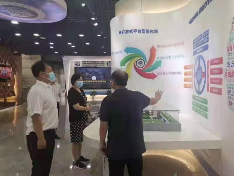 区领导吴英兰带队在深圳考察学习城市管理工作